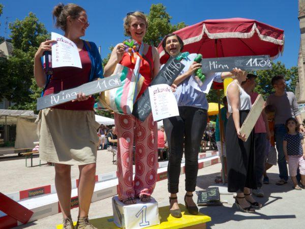 Gewinnerinnen 2014 des Wettbewerbs im Kirschsteine spucken